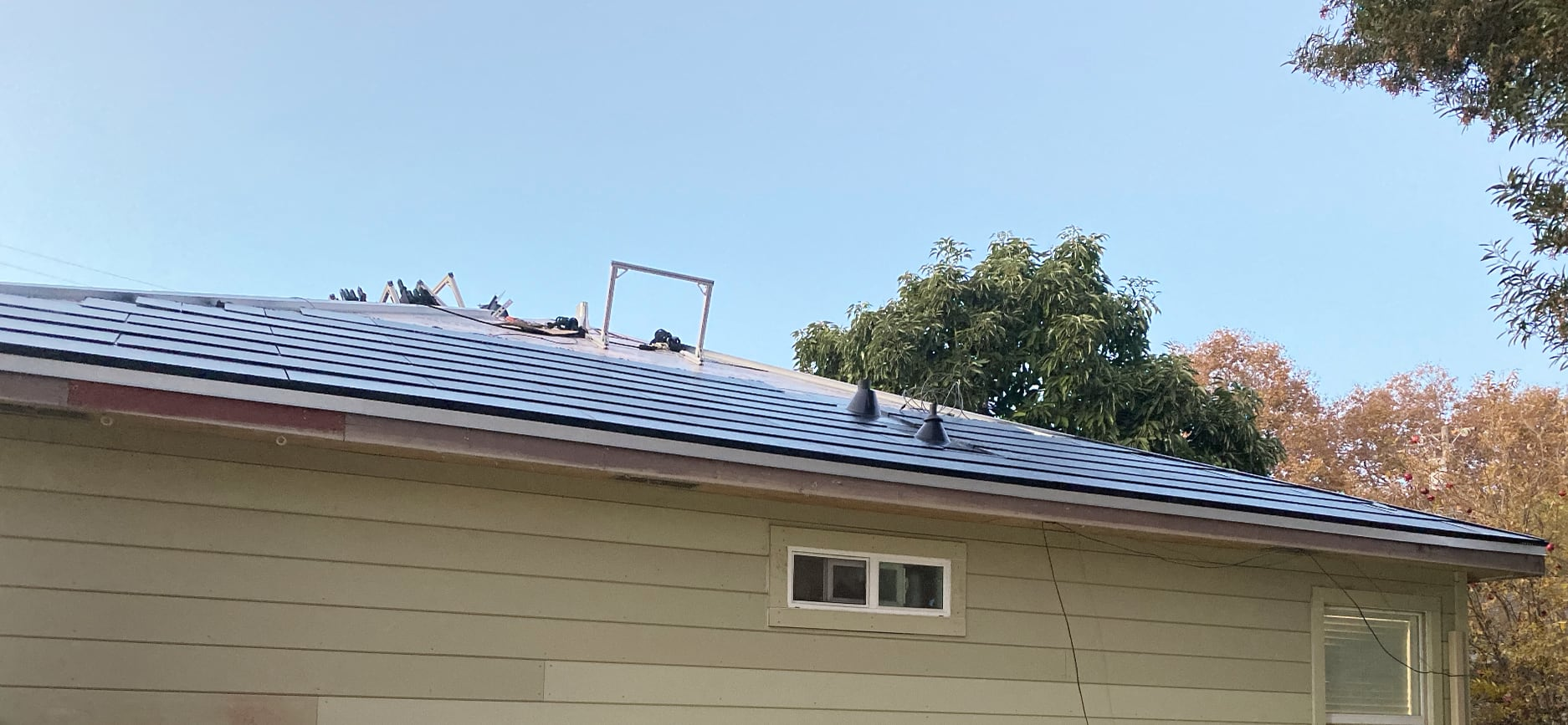 Another imge of the same section of the roof, featuring the roof about 75% full of Tesla Solarglass tiles.